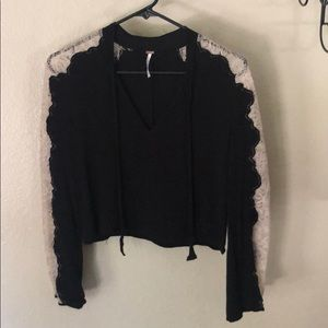 Free People lace sleeved V neck crop top size XS